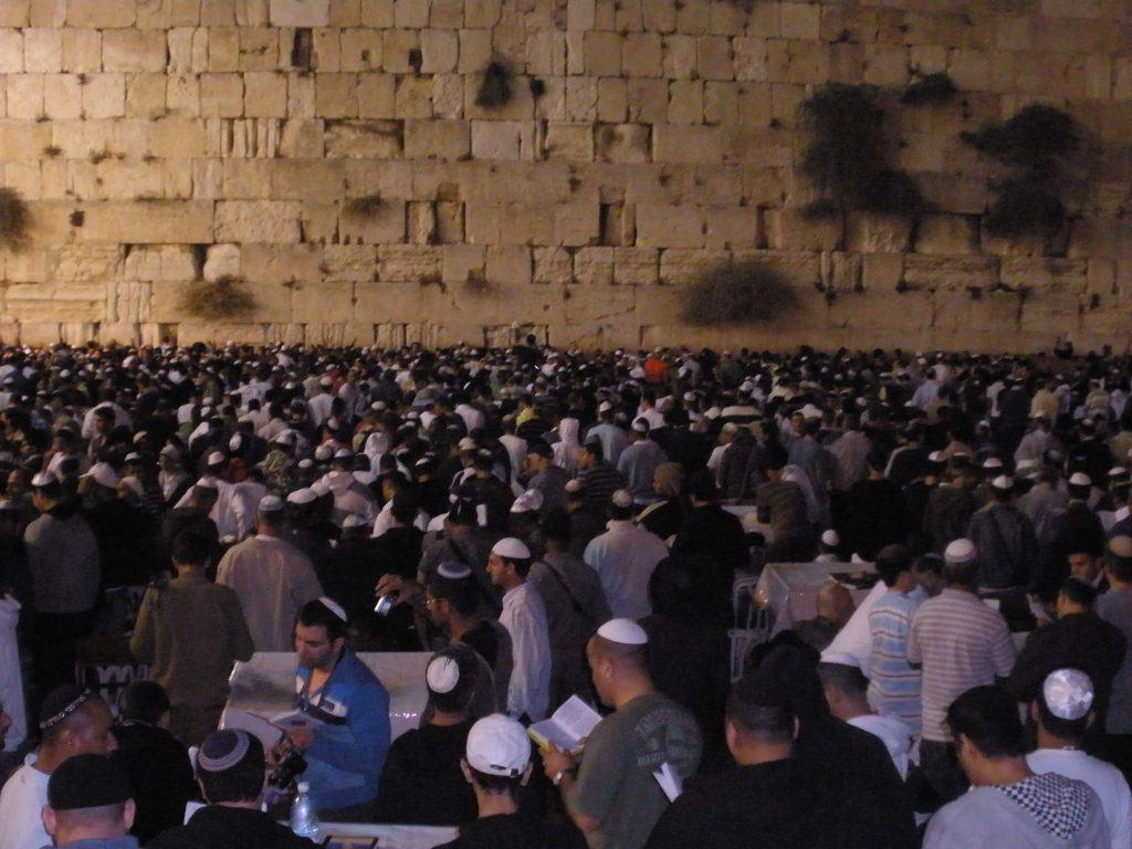 Евреи говорят слихот накануне Рош а-Шана
