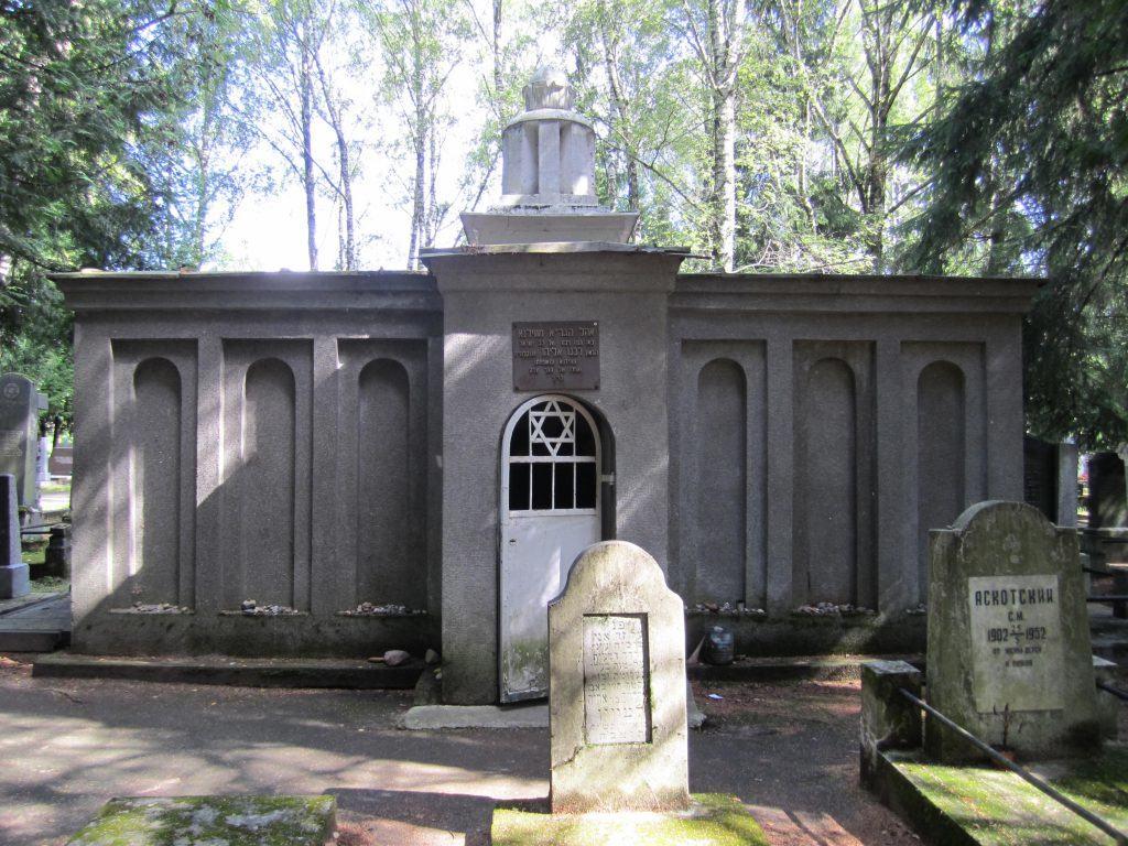 Место захоронения Виленского Гаона - рядом с ним захоронен граф Потоцкий