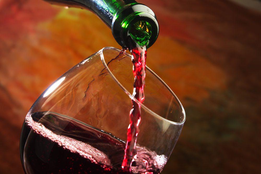 Льющееся вино в бокал картинки анимация