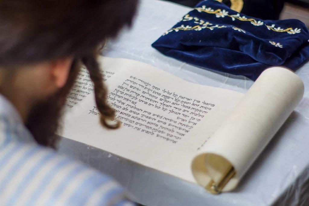 чтение свитка Эстер, криат Мегила, Пурим