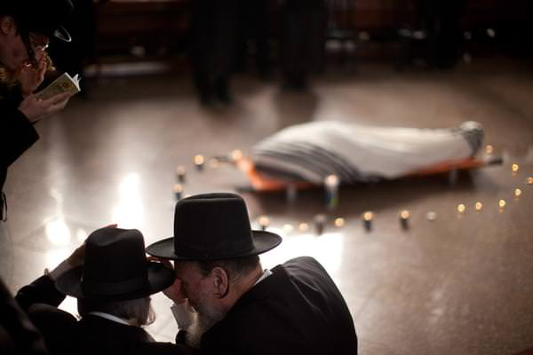 Jewish-funeral-traditions