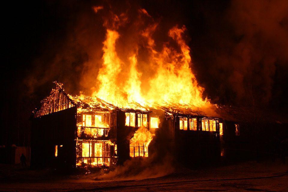 пожар, дом в огне